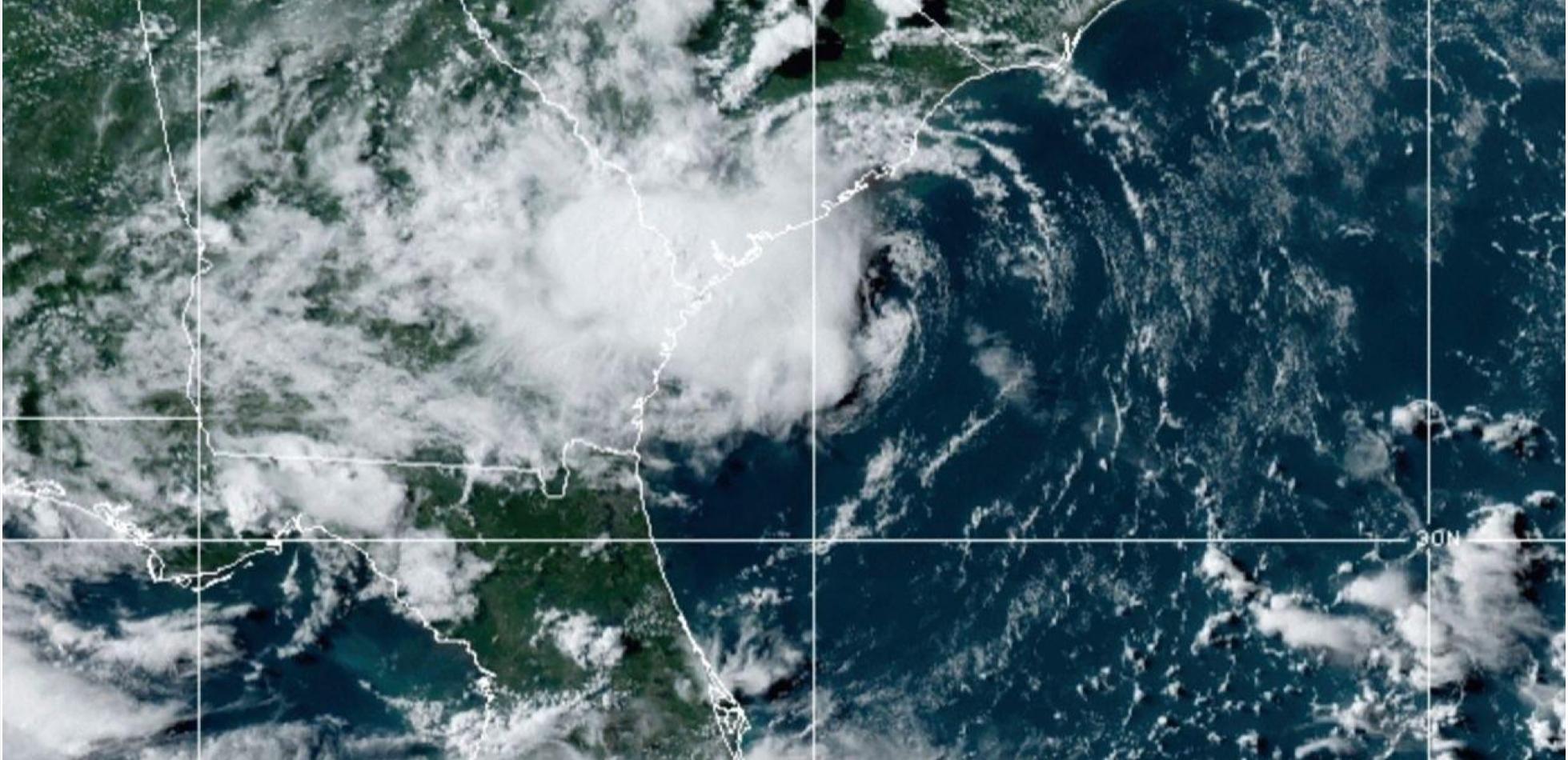 Burza tropikalna DANNY dotarła do wybrzeża USA