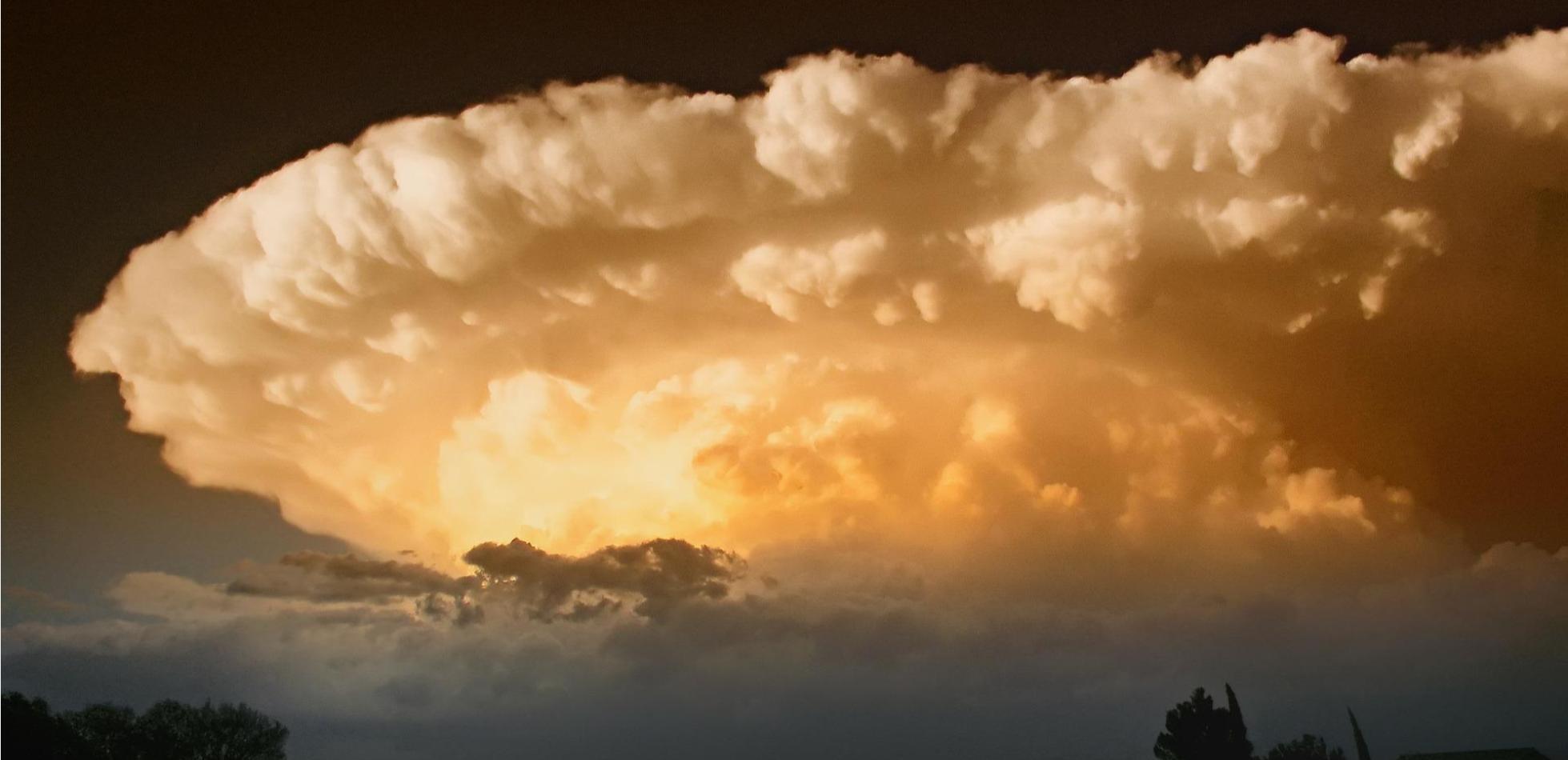 Sporo chmur, nawalne opady i możliwe gwałtowne burze. Prognoza na weekend